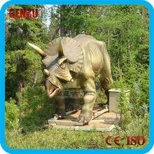 Outdoor dinosaur sculpture reproduction