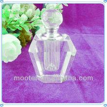 Corps de cristal en forme de bouteille de parfum pour le parfum favorables.