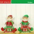 navidad de madera calendario con duende sentado