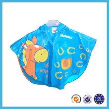 2015 new fashion design blue giraffe picture kids rain poncho