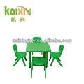 colorido de la escuela de mesa y una silla de muebles