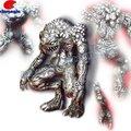 Metallo alieno statua, scultura in metallo, promozione del metallo