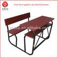 Taille standard l'école. table de lecture, table de travail, sièges des étudiants