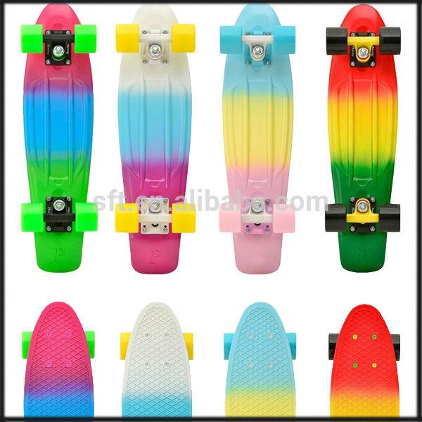 新しい設計スケートボード/hoverboardpuを搭載したホイール