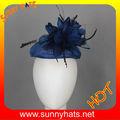 Original sombrero de sinamay de partido imperial y malla chal de lana