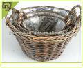 main artisanat en bois rustique en rotin panier