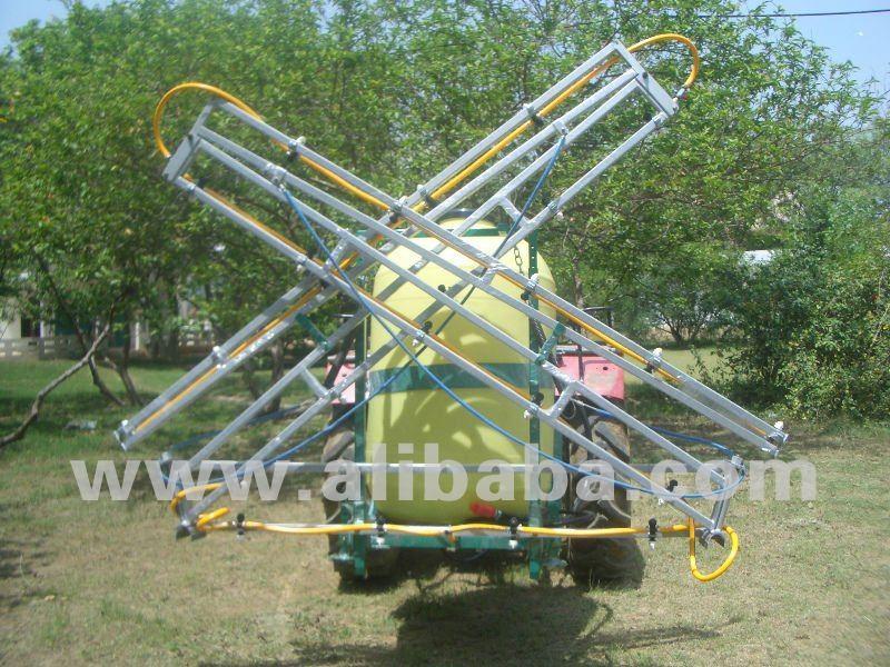 Trator pulverizador- 3 ponto de ligação com o boom de dobradura 6 metros