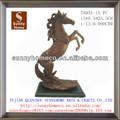 Nuevo 2013 polyresin estatua caballo regalos/figurita caballo de mesa