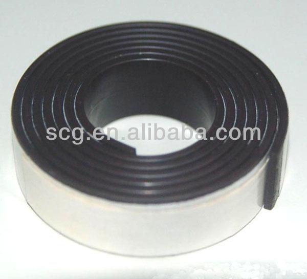 magnete adesivo rotolo standard con adesivo