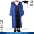 Baccalaureate vestido de uniforme, graduação cresceu, acadêmico cresceu