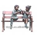 برونزية طفلين يجلس على مقاعد البدلاء نحت لتزيين الحدائق