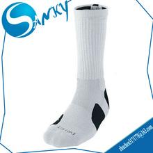 cheap Custom OEM Wholesale Black White Elite Basketball Socks/ Mens Sports Socks