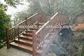 Agua- una prueba compuesto de escaleras de madera para la jardinería