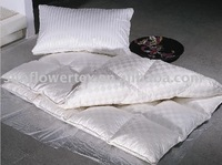 luxury and warm white duck down quilt