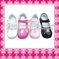 Zapatos de cuero para la muchacha de