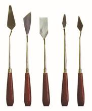 de varios útiles herramienta de cerámica