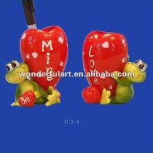 frag shaped heart decorative pen holder
