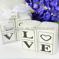 High Quality Fashion Ceramic Love Salt and Pepper Shaker Wholesale