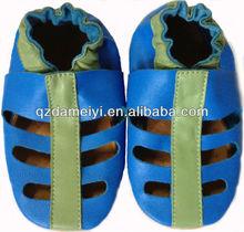 Sandálias de couro do bebê