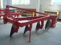 Land arar com arado de disco tractor
