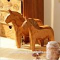 a arte popular de artesanato em madeira de pinho de madeira esculpida darla brinquedo cavalo de tróia decoração antiga