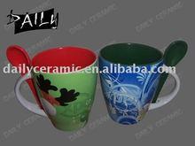 pupolar model Christmas ceramic colored mug with spoon