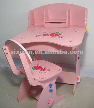 Escritorio de la escuela de jardín de infantes un escritorio y una silla