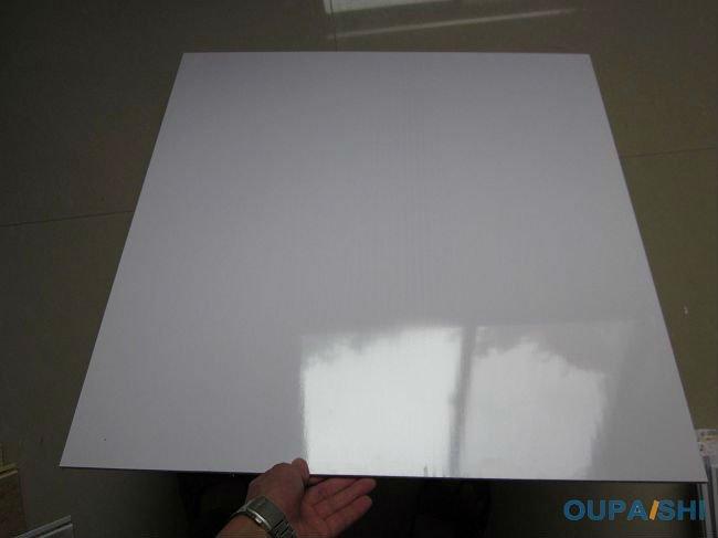 Finition brillante lait blanc pvc carreaux de plafond for Plafond en pvc blanc