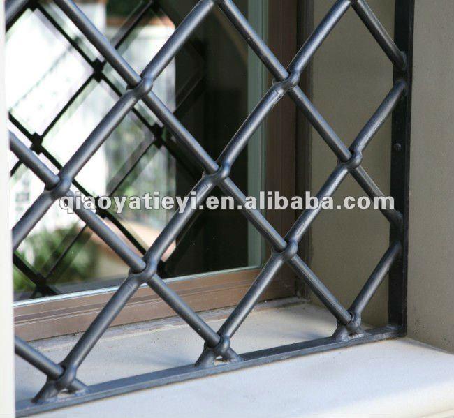 D coration en fer forg fen tre grille conception cl tures for Decoration fenetre en fer