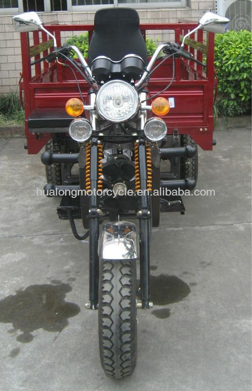 Três rodas com motor, triciclo