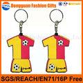 Fábrica futebol feito sob encomenda T-shirt PVC Keychain