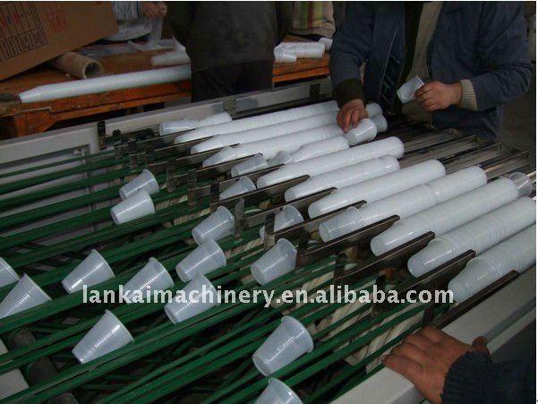 Fabrication du gobelet en plastique