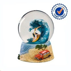 2015 Unique Design Wholesale Polyresin Handmade Water Globe