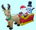 Père Noël et bonhomme de neige avec traîneau gonflable décoratif de Noël en 2014