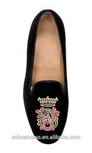 2014 embroidered custom men velvet loafer