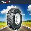 nova marca de pneus do carro olhando para os distribuidores