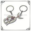 Personalizado de menino e menina beijando porta-chaves