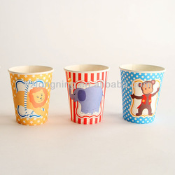 hot drinking coffee paper cup