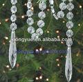decoração árvore de natal com as cadeias de cristal