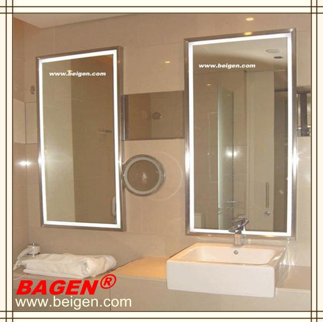 espejo enmarcado con luces led para el cuarto de bano del hotel