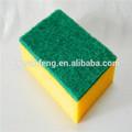 ultimo stucco piastrelle di pulizia spugna