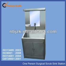 una persona ospedale lavello lavandino lavaggio chirurgico