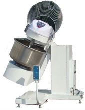 Automatic spiral mixer with lifter