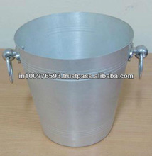 el cubo de aluminio