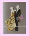 Las hojas rojas el novio y el puente de los modelos de la tarjeta de la boda mw0901-03
