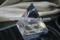 Elegante claro de cuarzo cristal de la pirámide de cristal pirámide 3d cristal láser pirámide