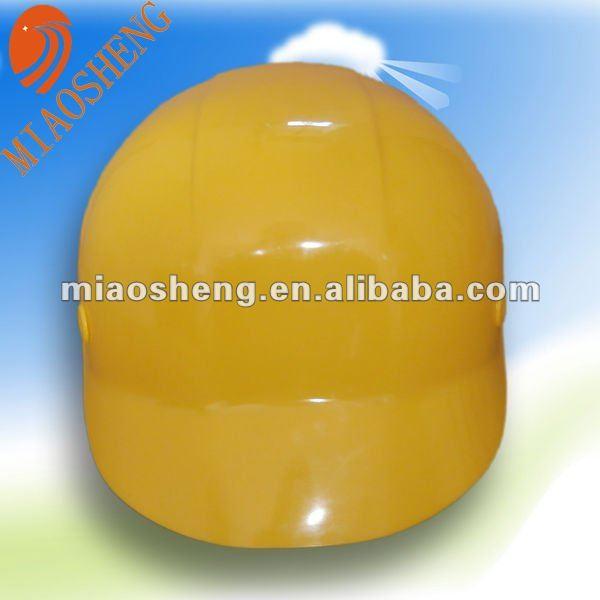 casco de color amarillo para trabajadores de la construcción