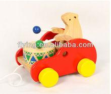 Tira del coche de juguete, Tambor juego oso, Coche de madera