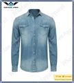 el hombre de moda los pantalones vaqueros y camisa occidental del vaquero denim lavados camisas