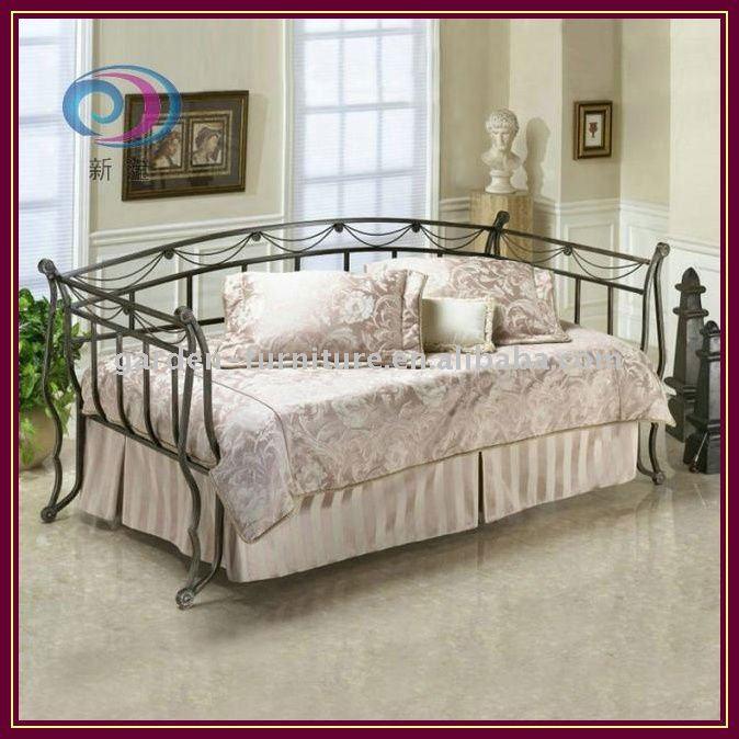 Ferro battuto grazioso divano letto divani di soggiorno id for Divani in ferro battuto